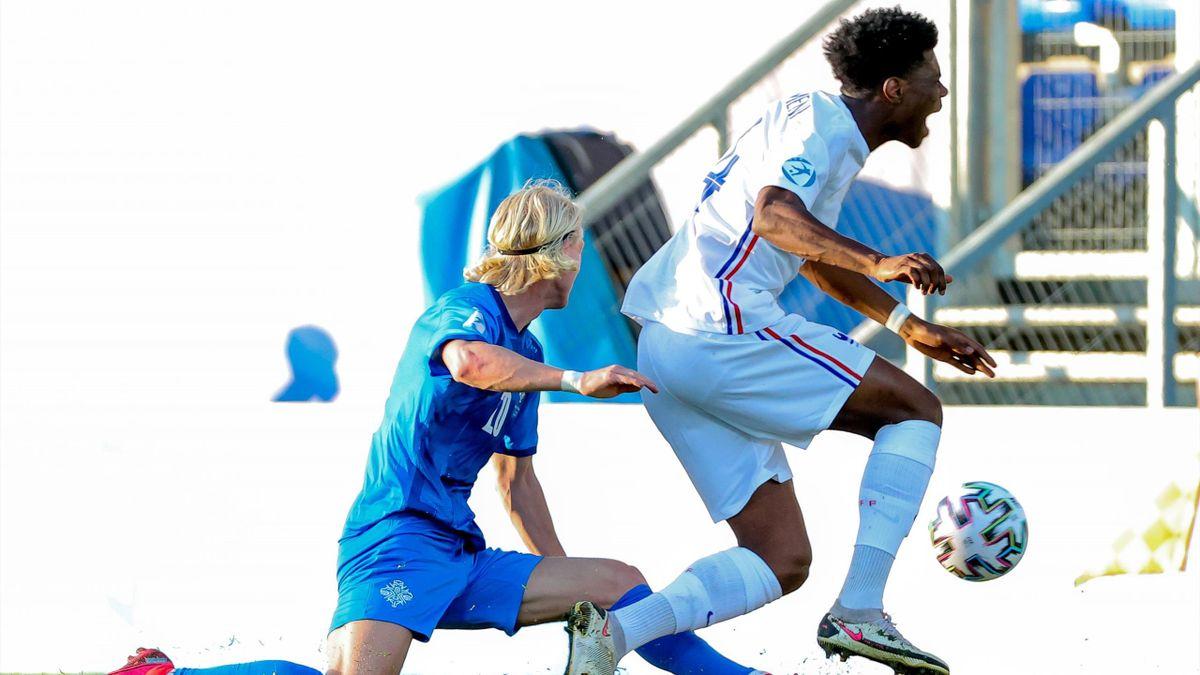 Aurélien Tchouaméni, touché lors du match opposant la France à l'Islande le 31 mars 2021, à l'Euro Espoirs