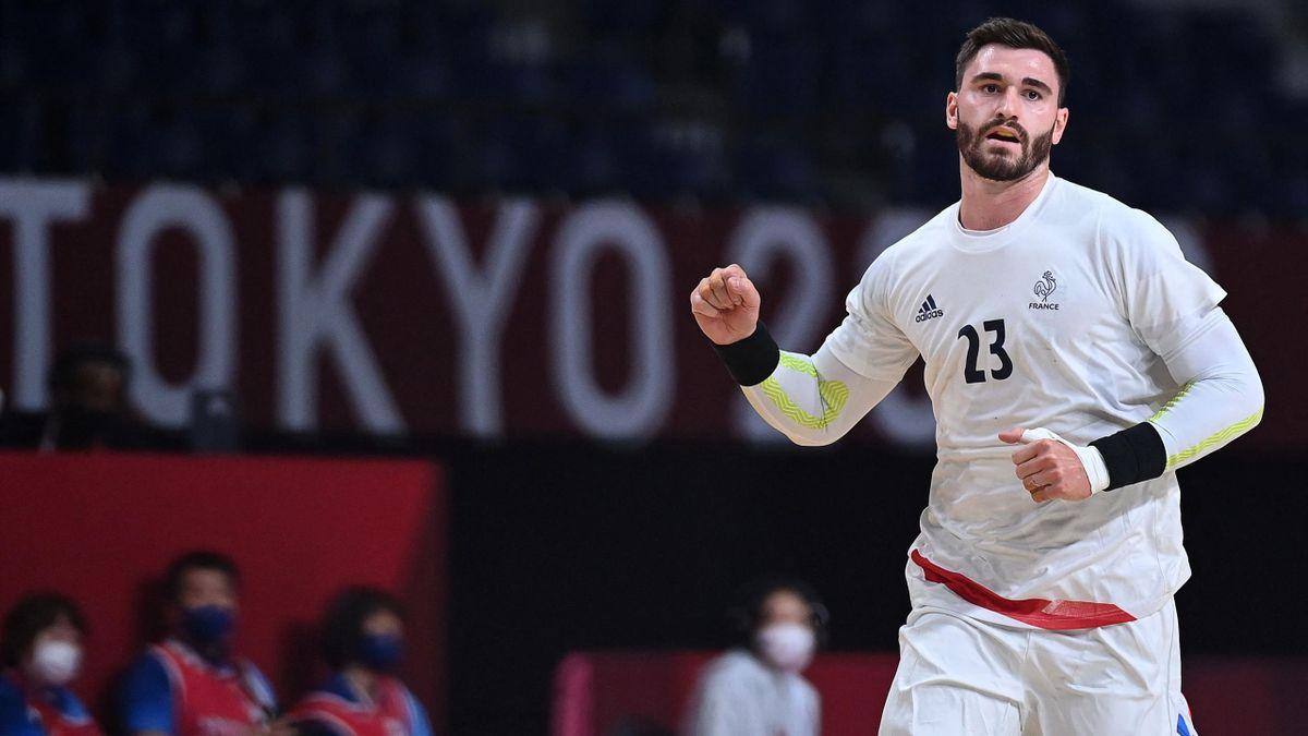 Ludovic Fabregas (France) face à l'Argentine lors du 1er tour du tournoi de handball des JO de Tokyo, le 24 juillet 2021