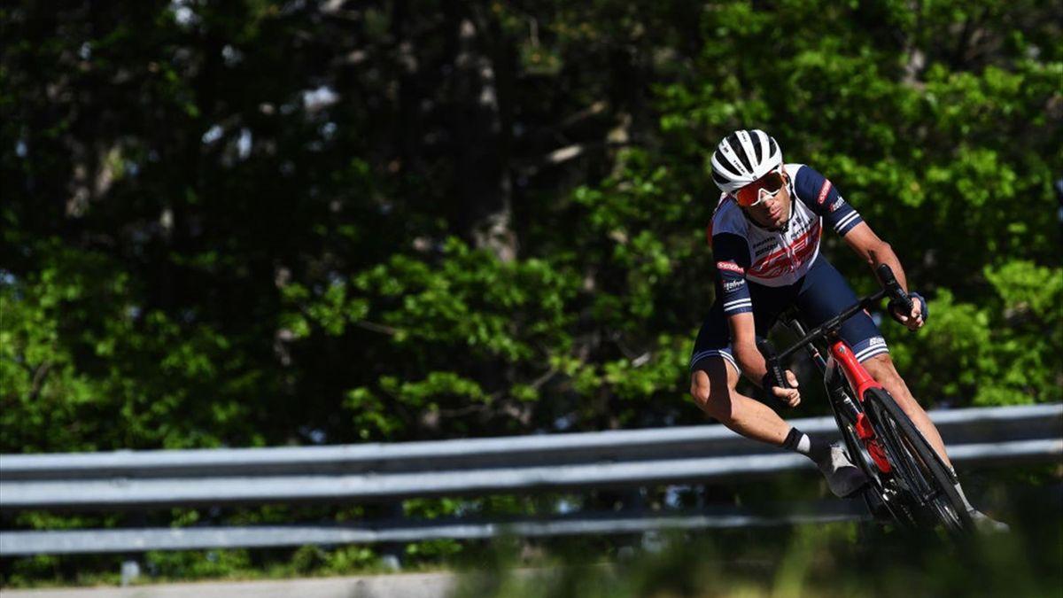 Vincenzo Nibali attacca in discesa - Giro d'Italia 2021