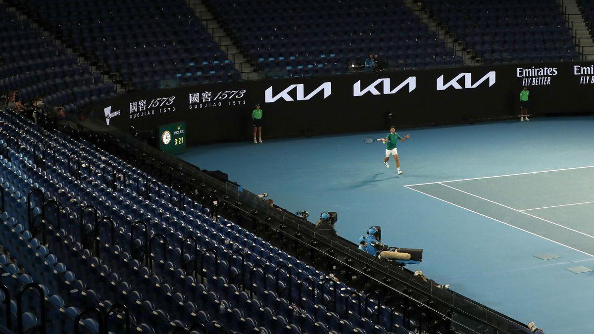 Novak Djokovic in der leeren Rod Laver Arena