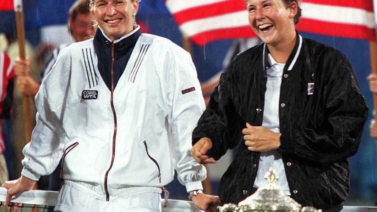 Graf (l) en Seles (r) na één van hun 6 Grand Slamfinale-ontmoetingen
