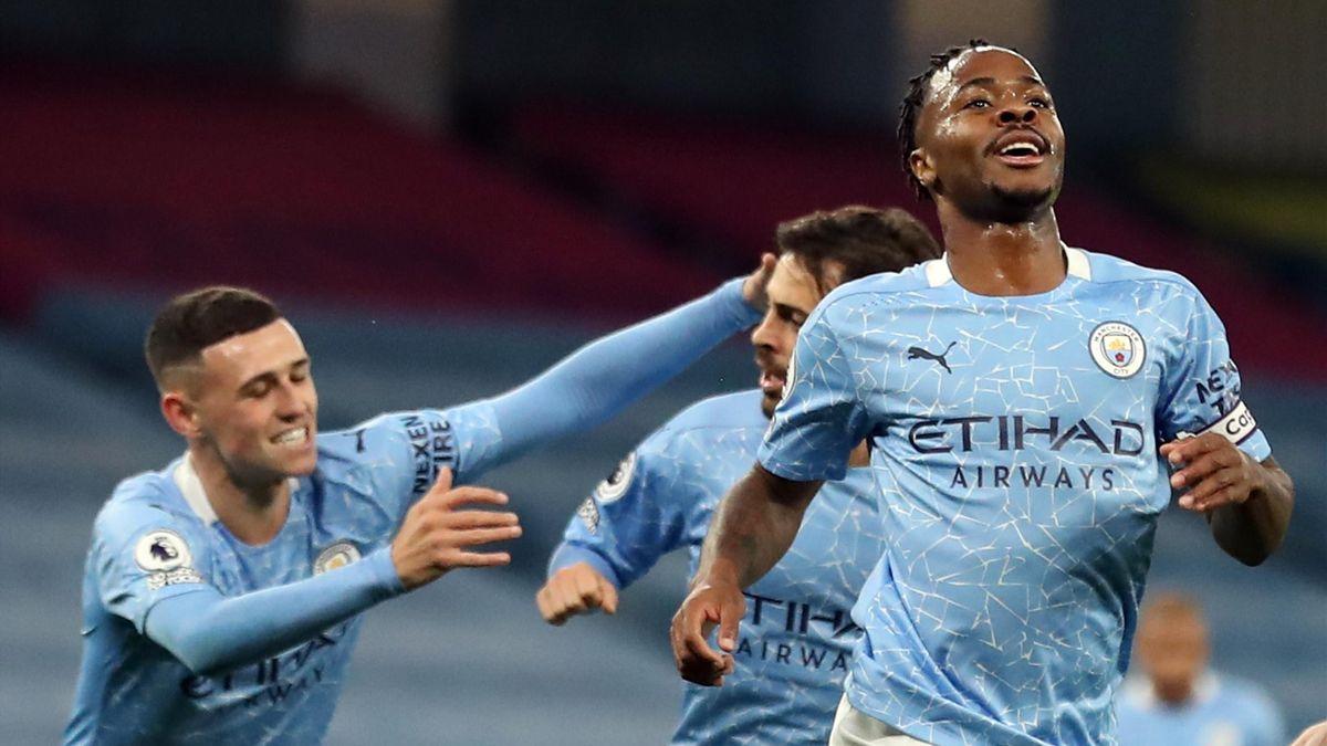 Manchester City midfielder Raheem Sterling (R) celebrates