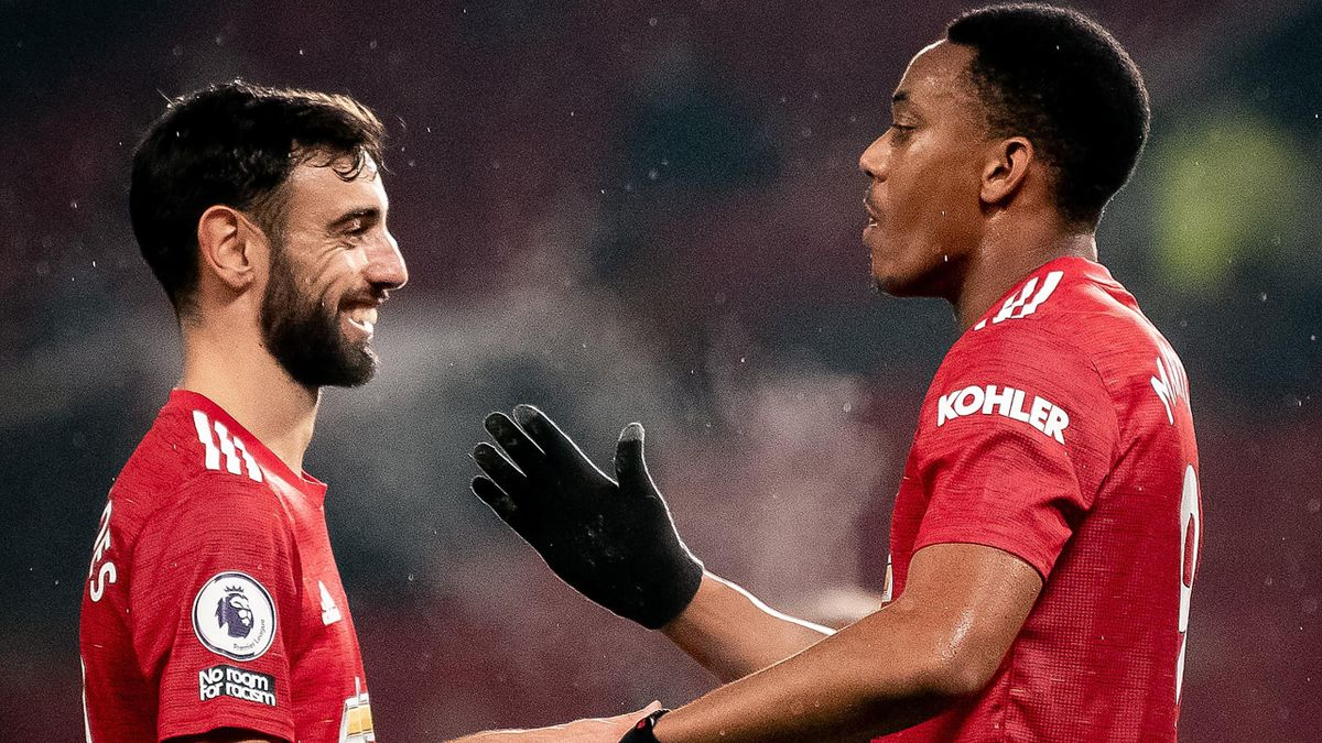 Bruno Fernandes (L) and Anthony Martial both scored for Manchester United