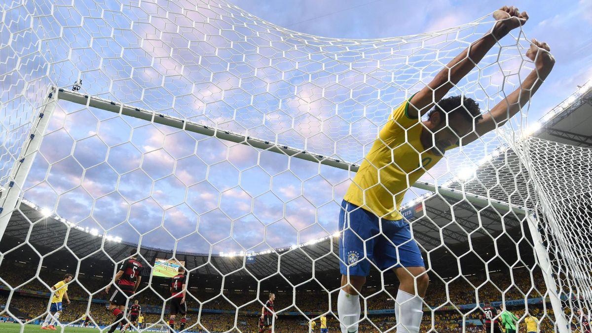 Fred se lamenta en el Brasil - Alemania