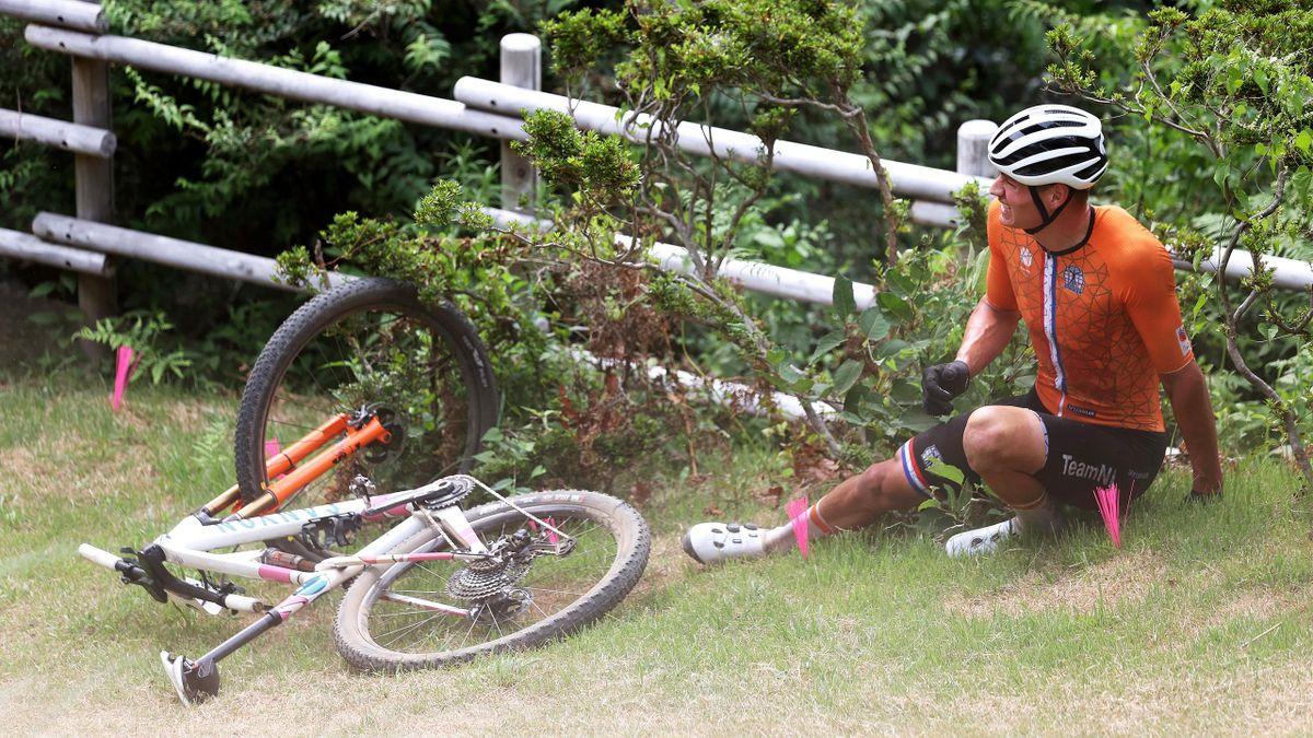 Mathieu van der Poel, au sol dès le premier tour, ne sera pas champion olympique de VTT lors des JO de Tokyo 2020