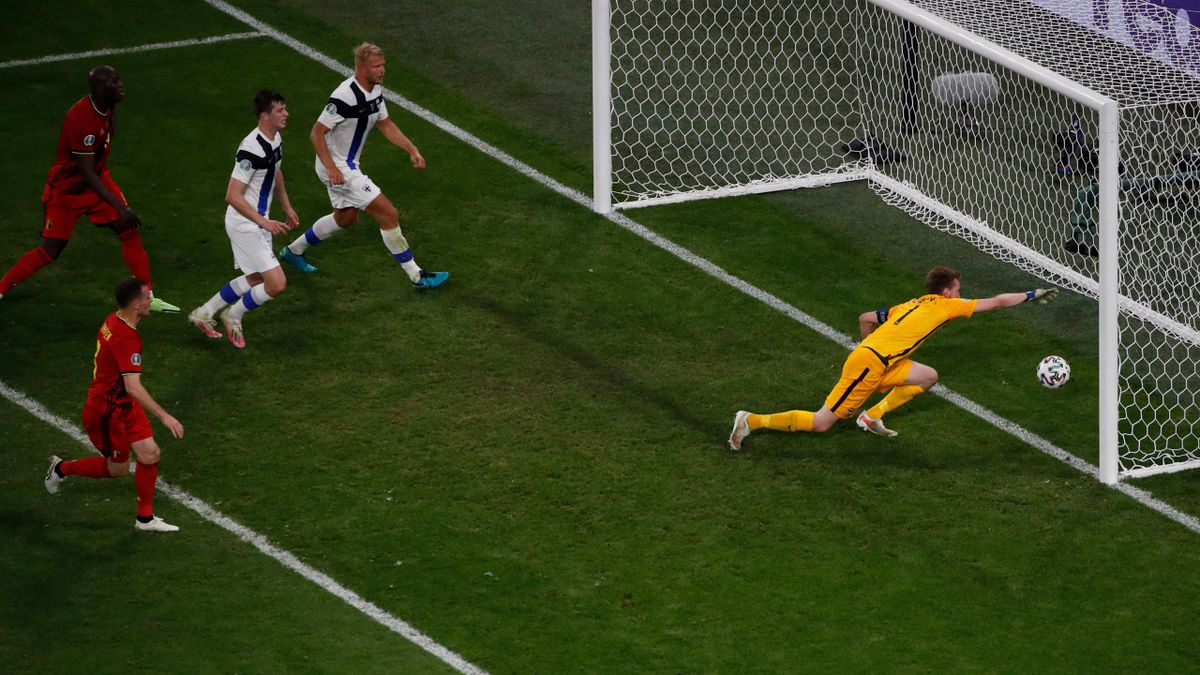 Lukáš Hrádecký beim Gegentor im Spiel zwischen Finnland und Belgien