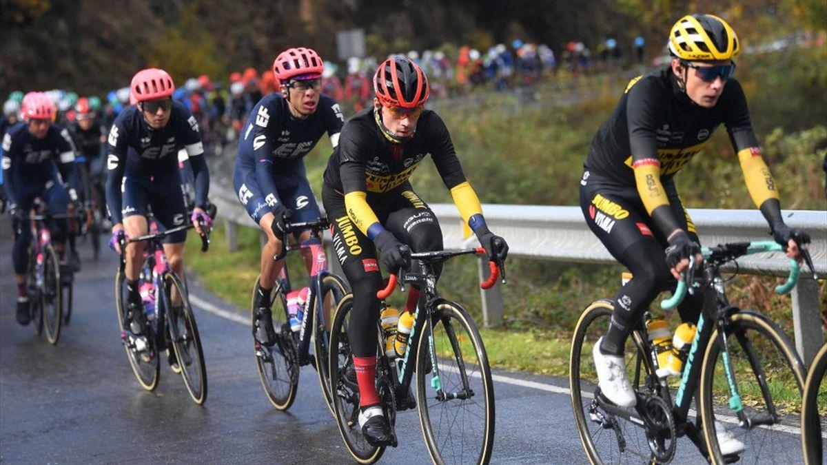 Hugh Carthy (EF) et Primoz Roglic (Jumbo-Visma) lors de l'étape 17 du Tour d'Espagne 2020