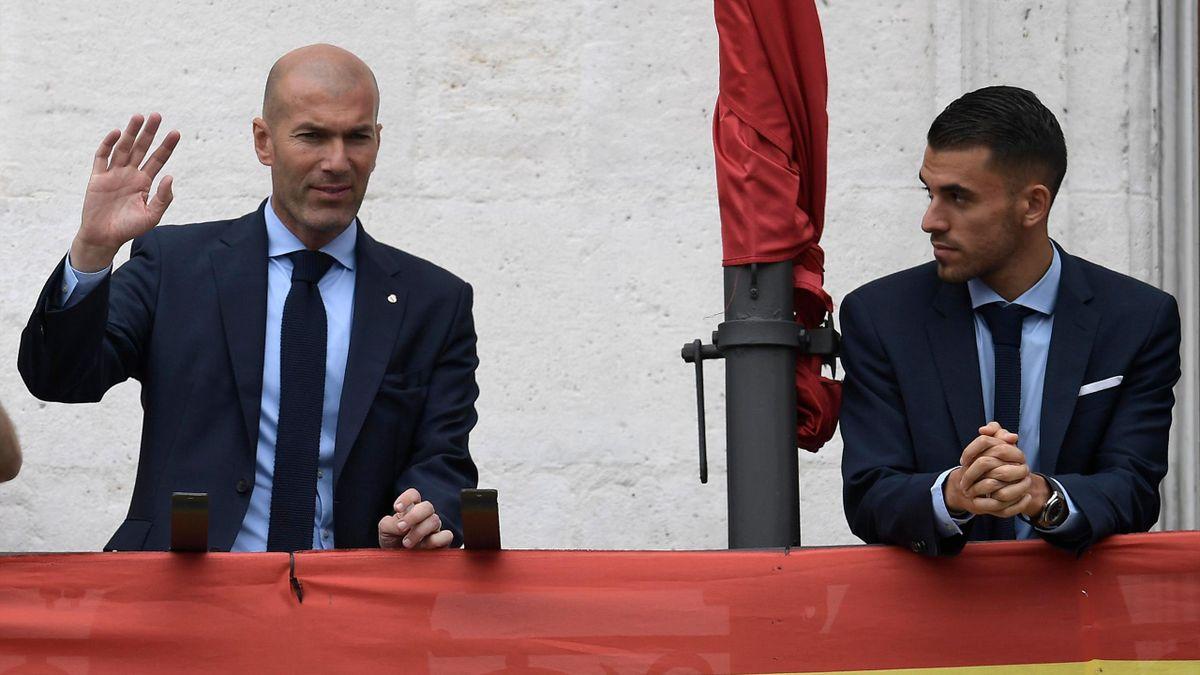 Dani Ceballos et Zinédine Zidane célèbrent la victoire en Ligue des champions 2018 à Madrid