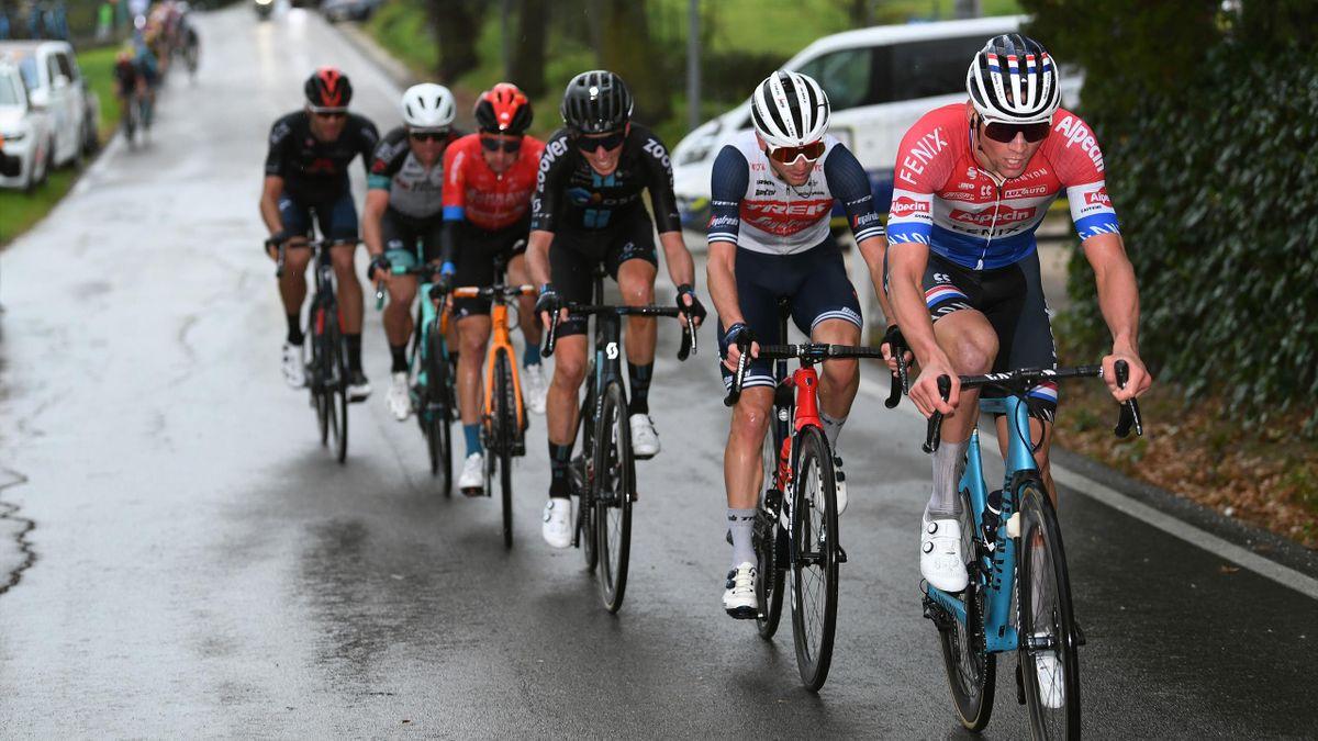 Mathieu van der Poel (vorne) bei der Tirreno-Adriatico