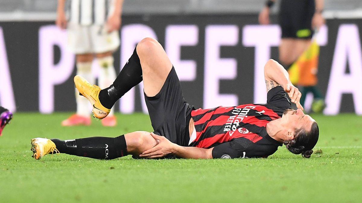 Zlatan Ibrahimovic s'écroule et se tient le genou gauche, lors du succès de l'AC Milan sur la pelouse de la Juventus, ce dimanche en Serie A - 09/05/2021