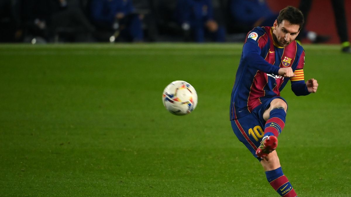 Barcelona's Argentinian forward Lionel Messi kicks the ball during the Spanish league football match between FC Barcelona and Levante UD at the Camp Nou stadium in Barcelona on December 13, 2020.