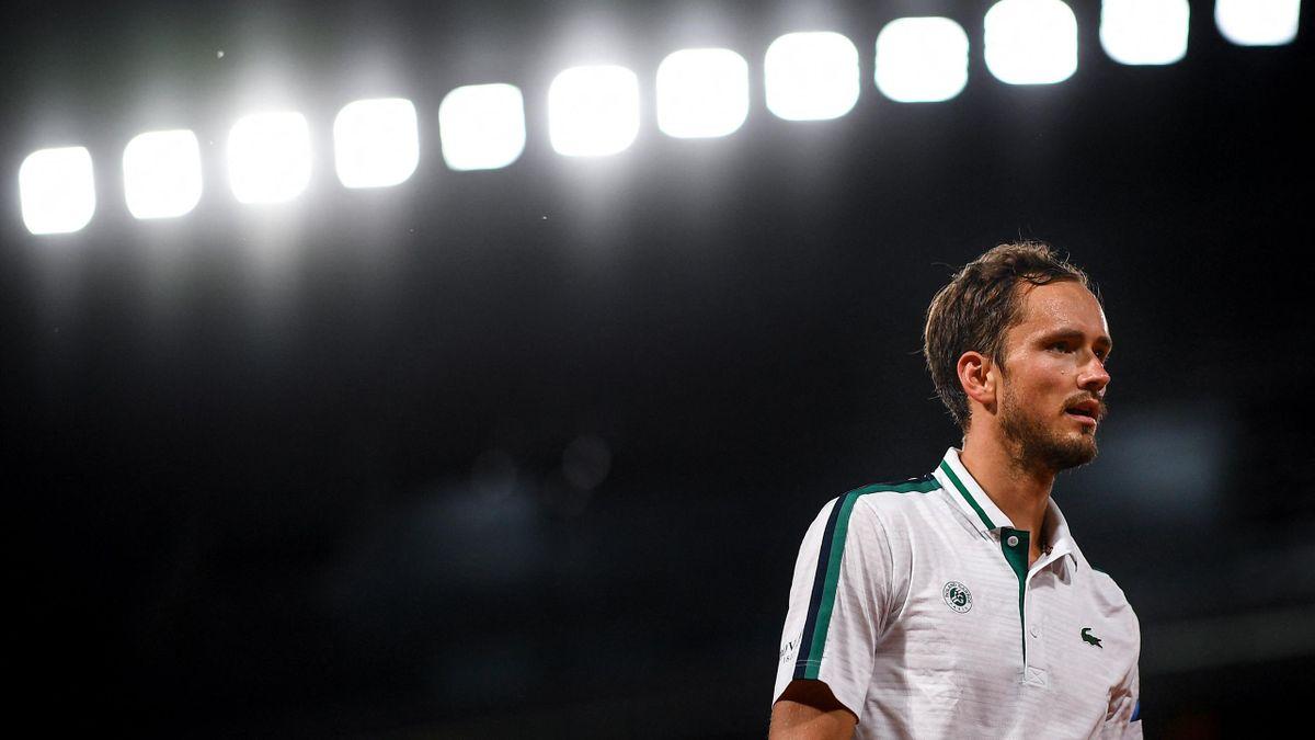 Daniil Medvedev lors de son quart de finale contre Stefanos Tsitsipas à Roland-Garros 2021