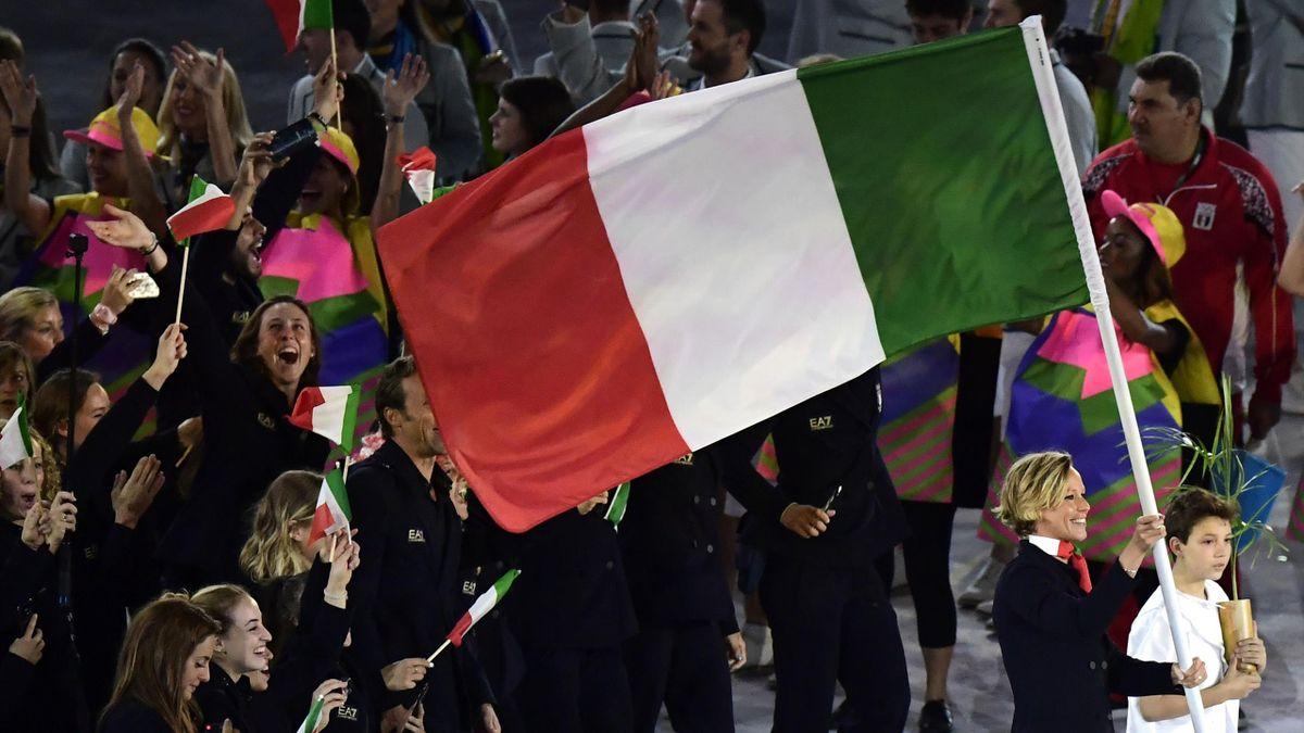 Federica Pellegrini e la bandiera italiana a Rio 2016