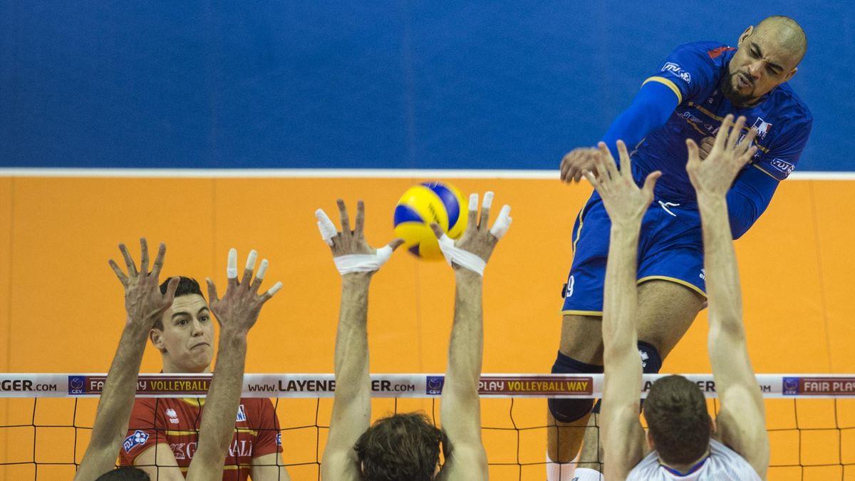 Earvin Ngapeth (France) face à la Russie - volley Ligue Mondiale 2016