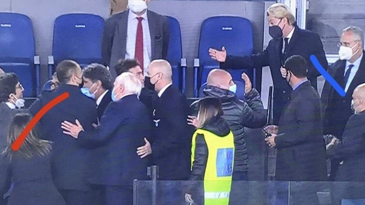 Cairo e Lotito, agli estremi, con gli staff a dividere gli animi caldi nel dopo partita di Lazio-Torino