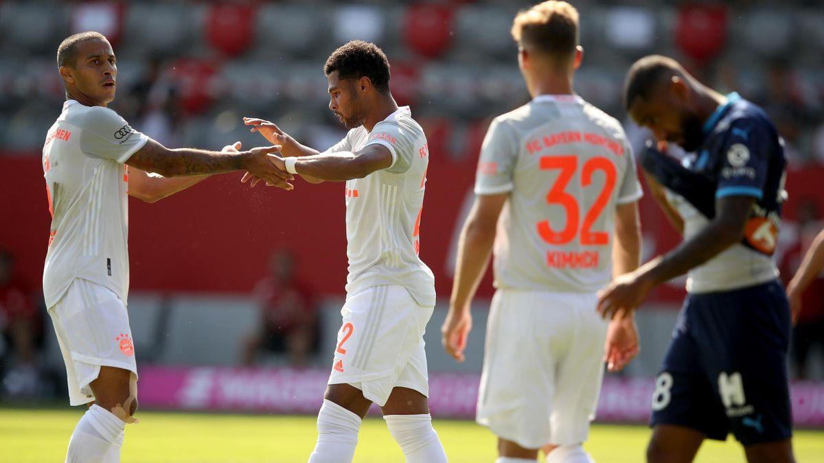 Der FC Bayern München mit Thiago, Serge Gnabry und Joshua Kimmich (v.l.)