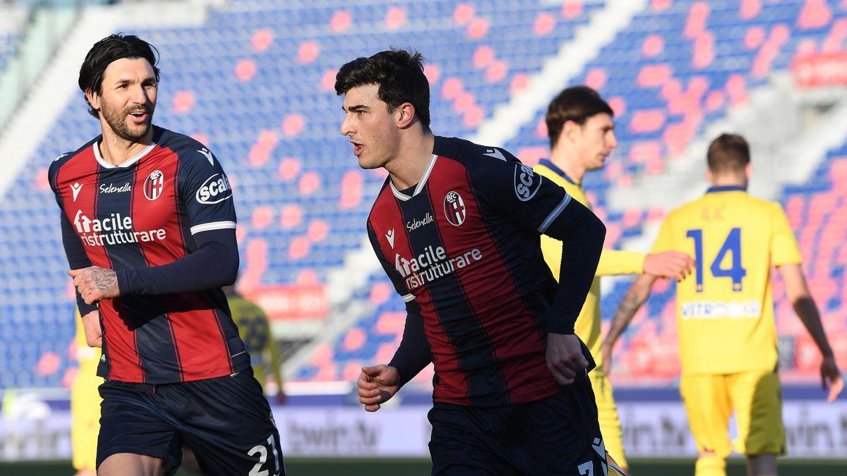 Riccardo Orsolini esulta insieme a Roberto Soriano, Bologna-Verona, Serie A 2020-21, Getty Images