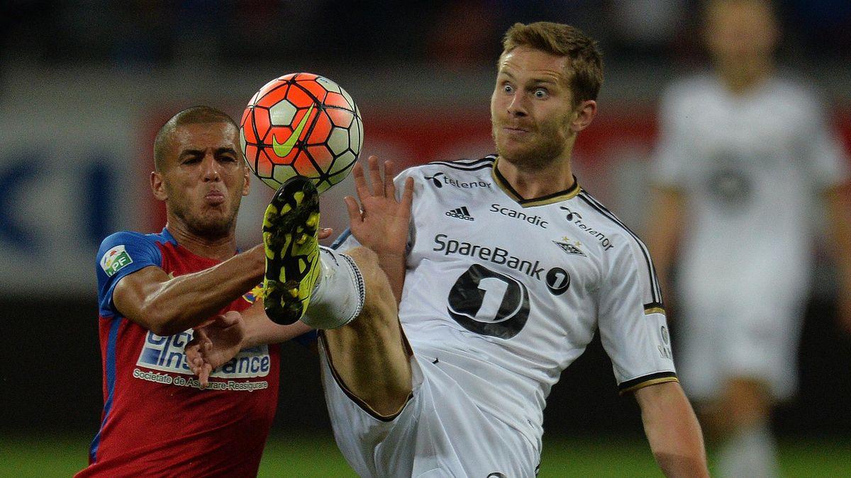 Aymen Tahar (s) în duel cu Matthias Vilhjalmsson de la Rosenborg în partida din Europa League de pe 20 august 2015.