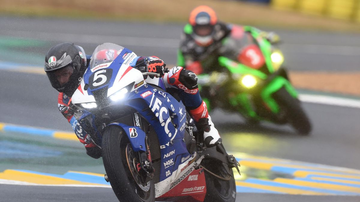 Honda CB R1000 R Formula EWC N°5 Australia rider Joss Hook competes during the 43rd Le Mans 24-hours endurance moto race in Le Mans, north-western France on August 29, 2020. - 38 motorcycles will take the start of the 43rd Le Mans 24 Hours Motorcycle, on