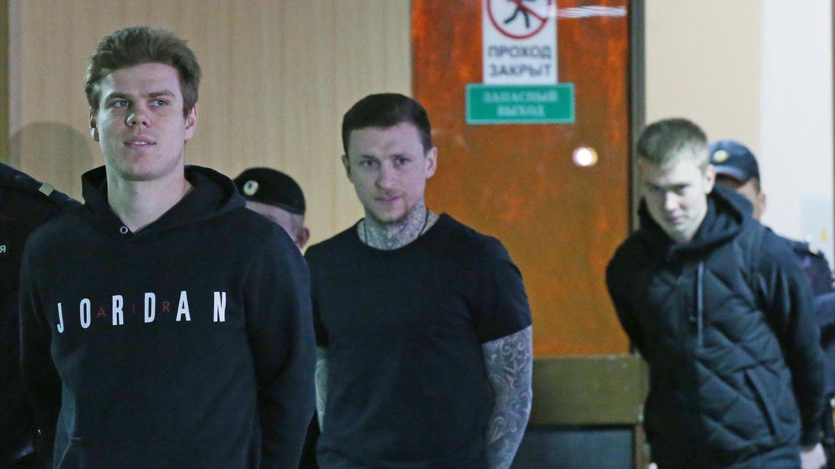 Александр Кокорин и Павел Мамаев перед заседанием суда, 3 апреля 2019 года