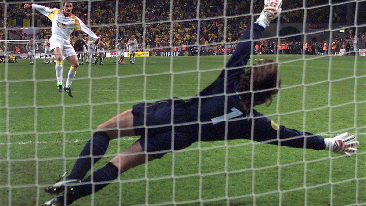 Gică Popescu marchează penalty-ul decisiv în finala Cupei UEFA