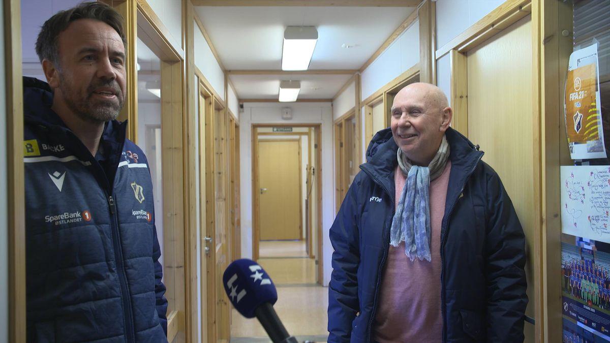 Daglig leder i Stabæk, Jon Tunold (t.v), og klubbhelt Tom Schelvan (t.h).