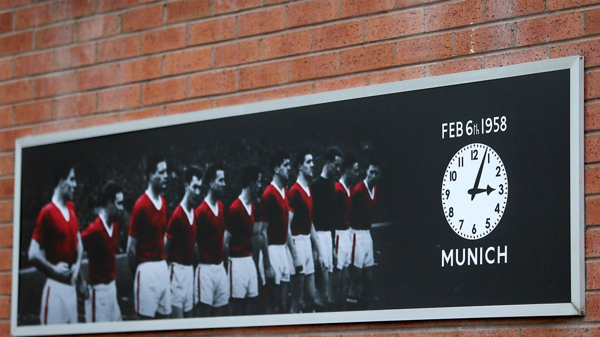 A tribute to the Munich Air disaster outside Old Trafford (Richard Sellers/EMPICS)
