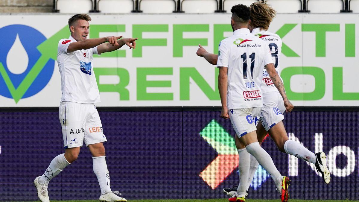 Sondre Liseth jubler for FKH-scoring mot Sarpsborg 08 i september. Til høyre: Kristoffer Velde og Martin Samuelsen.