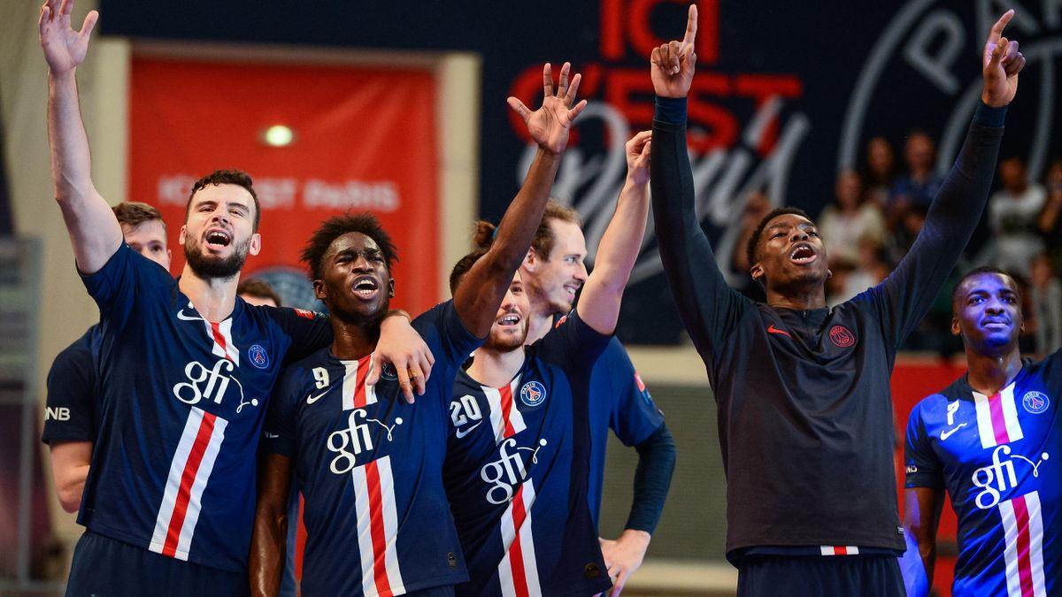 Nedim Remili et ses coéquipiers du PSG fêtent la victoire face à Celje en Ligue des champions