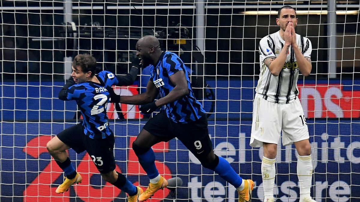 Nicolò Barella esulta insieme a Lukaku mentre Bonucci è incredulo, Inter-Juventus, Getty Images