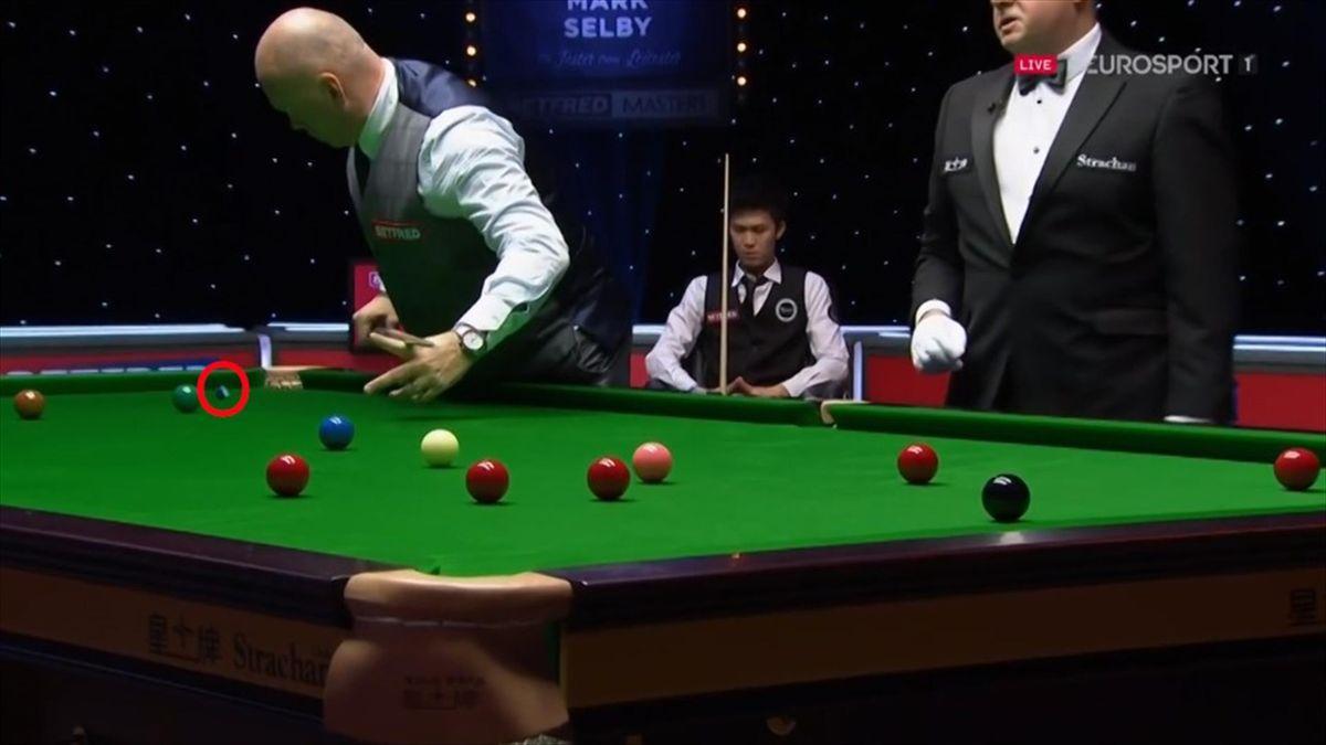 'Extraordinary' - Bingham catches chalk to prevent bizarre foul