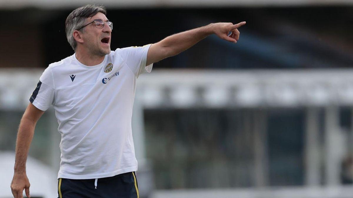 Ivan Juric dà indicazioni durante Hellas Verona-Napoli - Serie A 2019/2020 - Getty Images