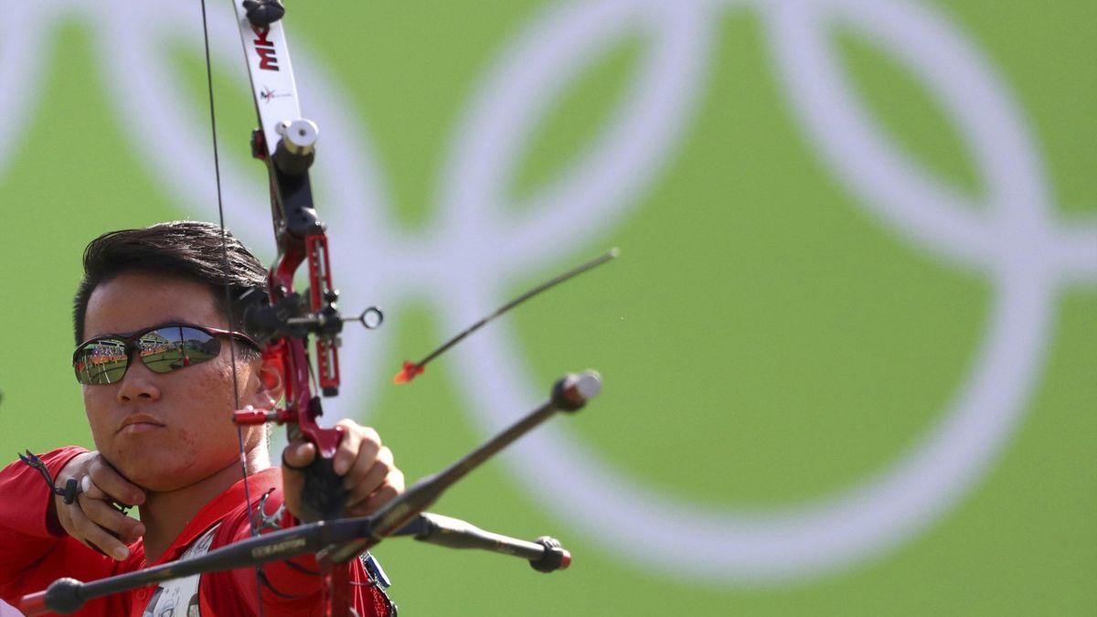 2016 Rio Olympics - Archery - Preliminary - Men's Team 1/8 Eliminations - Sambodromo - Rio de Janeiro, Brazil - 06/08/2016. Gu Xuesong (CHN) of China (PRC) competes.