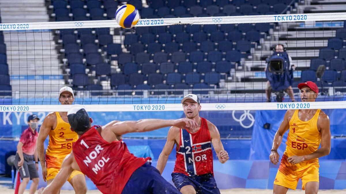 Anders Mol og Christian Sørum i aksjon mot Spania.
