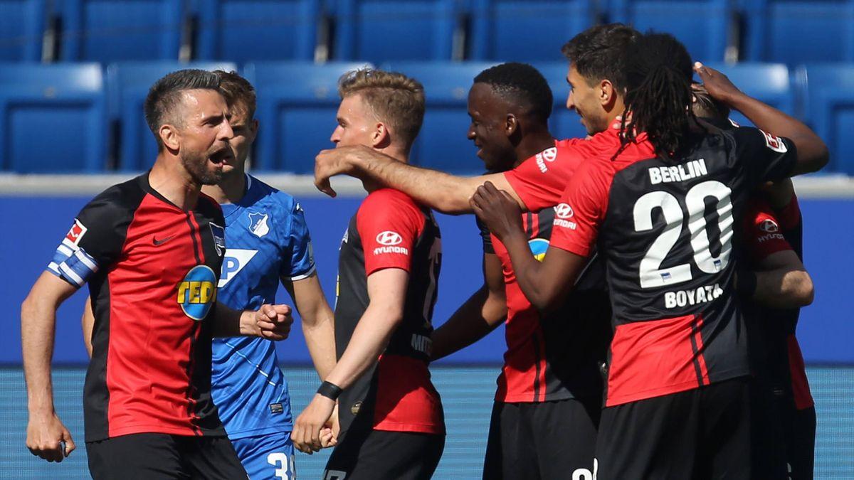 Torschütze Vedad Ibisevic (links) und Hertha BSC bejubeln den Treffer zum 2:0 in Hoffenheim