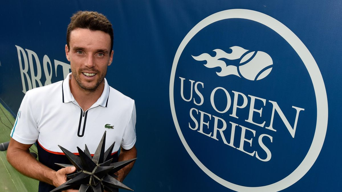 Roberto Bautista Agut of Spain poses with the trophy after defeating Damir Dzumhur of Bosnia and Herzegovina in the men's singles championship final of the Winston-Salem Open at Wake Forest University on August 26, 2017 in Winston-Salem, North Carolina.