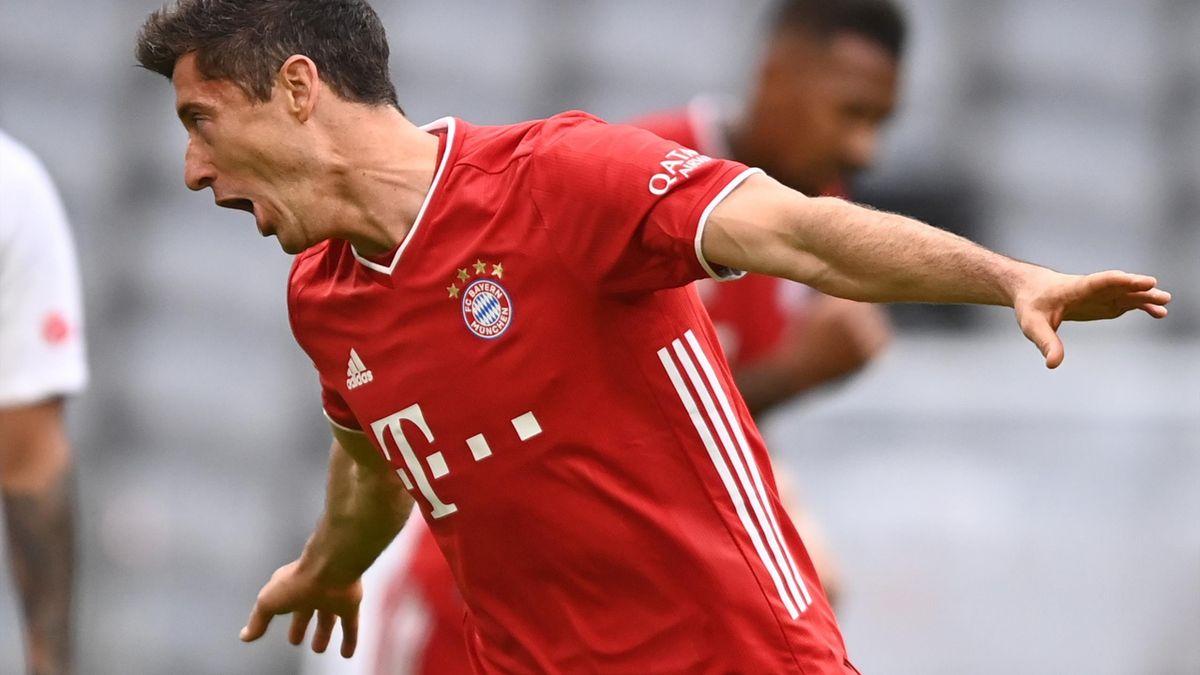 Lewandowski esulta dopo il 2-0, Bayern-Eintracht