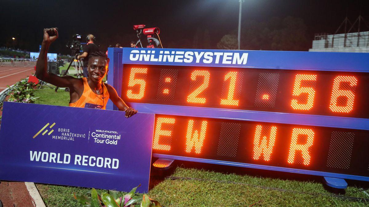 rancine Niyonsaba of Burundi ran the women's 2000m race with a time of 5: 21.56 and set a new world record during IAAF World Challenge Zagreb 2021 - 71st Boris Hanzekovic Memorial