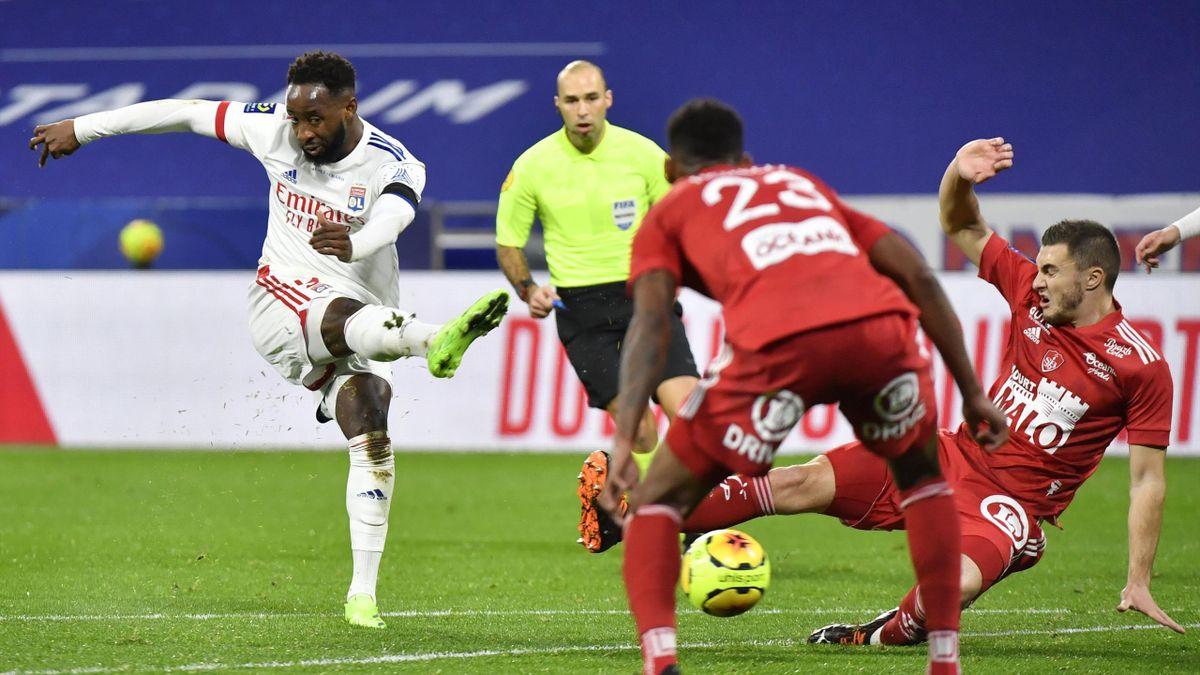 Moussa Dembélé lors du match opposant Lyon à Brest, le 16 décembre 2020, en Ligue 1