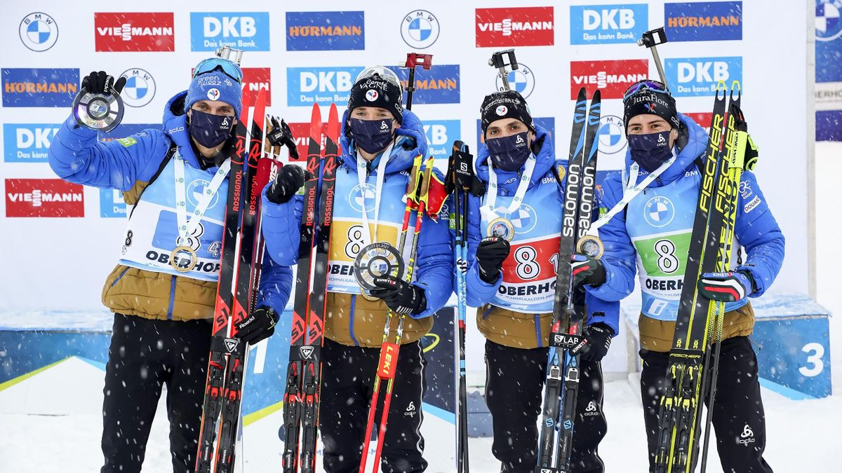 L'équipe de France de biathlon célèbre sa victoire lors du relais à Oberhof