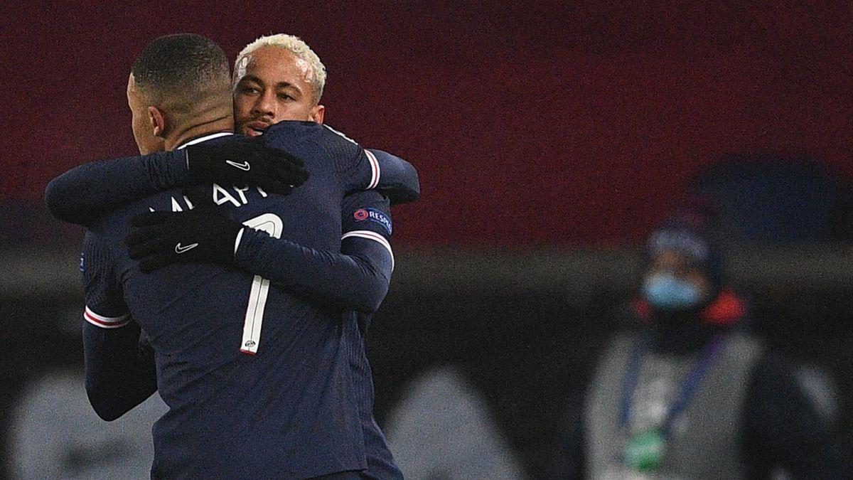 Paris Saint-Germain's Brazilian forward Neymar (R) celebrates with Paris Saint-Germain's French forward Kylian Mbappe after scoring his second goal during the UEFA Champions League group H football match between Paris Saint-Germain (PSG) and Istanbul Basa
