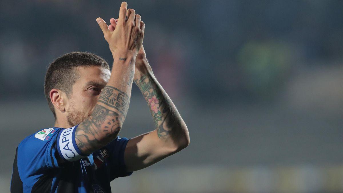 La gioia del Papu Gomez dopo la vittoria in semifinale di Coppa Italia dell'Atalanta contro la Fiorentina