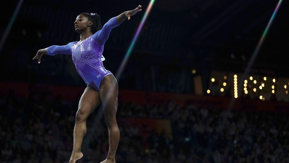 USA's Simone Biles performs on the beam during the apparatus finals at the FIG Artistic Gymnastics World Championships at the Hanns-Martin-Schleyer-Halle in Stuttgart, southern Germany, on October 13, 2019. (Photo by Lionel BONAVENTURE / AFP) (Photo by LI