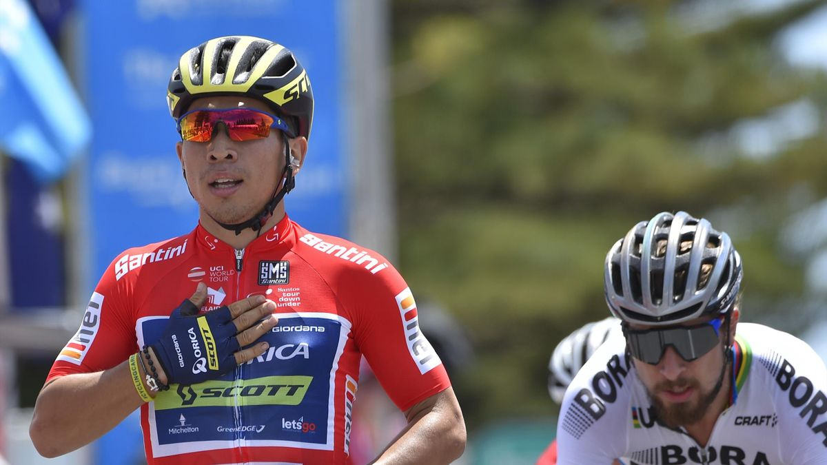 Australia's Caleb Ewan (L) from Orica wins stage three ahead of Peter Sagan of Australia (R) in the Tour Down Under cycling race from Glenelg to Victor Harbour near Adelaide on January 19, 2017