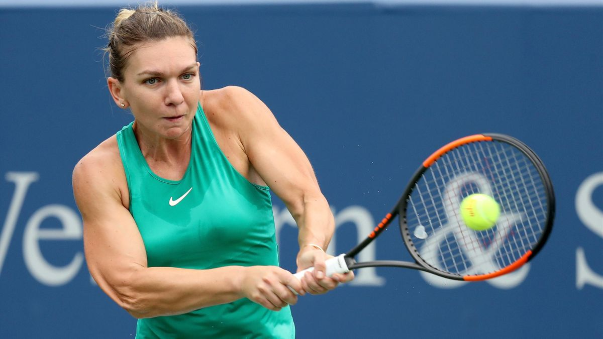 Simona Halep of Romania returns a shot to Ashleigh Barty of Australia during the Western & Southern Open at Lindner Family Tennis Center on August 17, 2018 in Mason, Ohio.