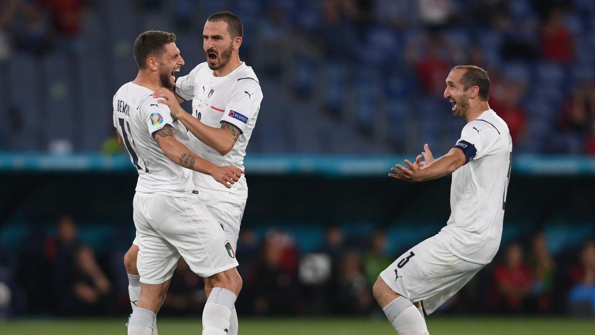 Domenico Berardi abbracciato da Bonucci e Chiellini, Italia-Turchia, Euro 2020, Getty Images