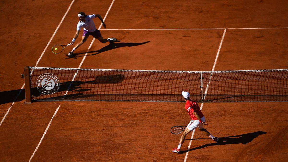 Stefanos Tsitsipas et Novak Djokovic en finale, à Roland-Garros, le 13 juin 2021