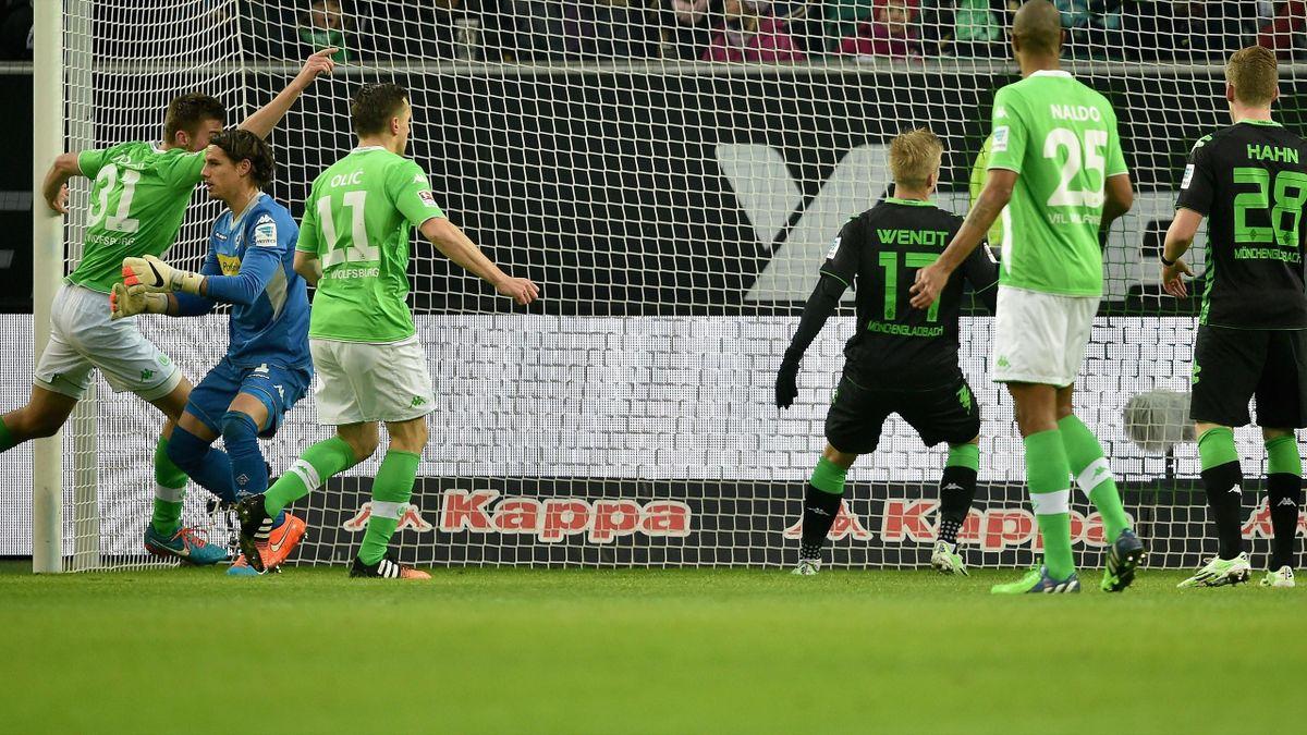 Robin Knoche staubt in dieser Szene zum 1:0 für den VfL Wolfsburg ab