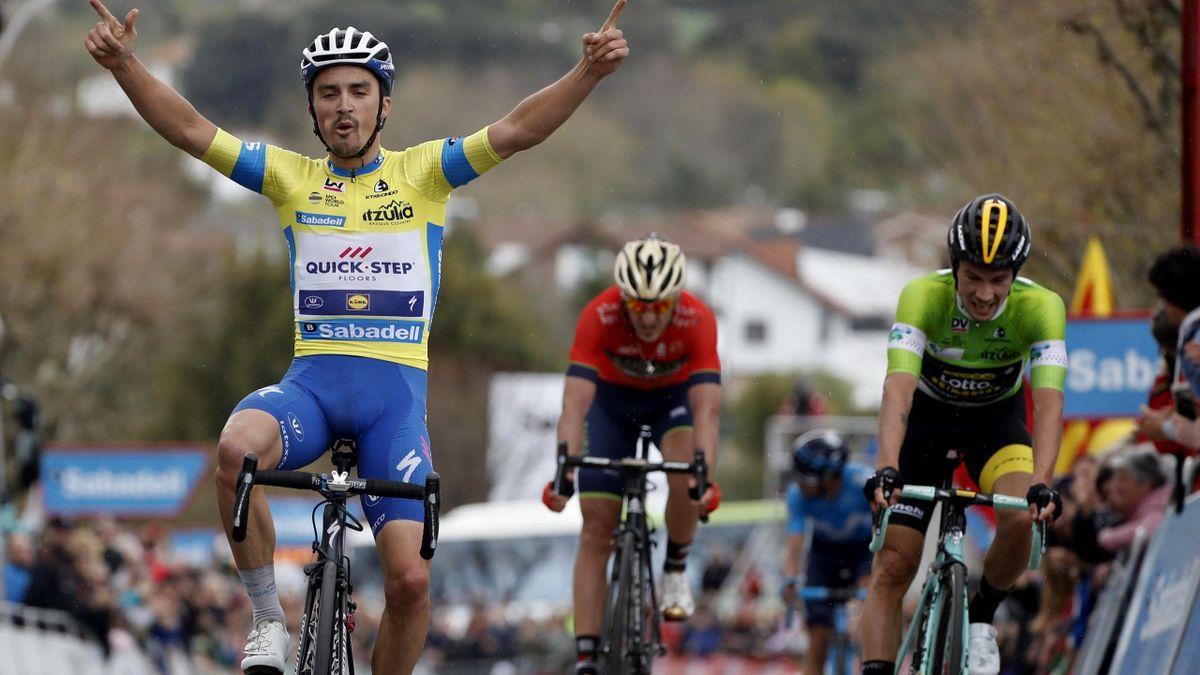 Julian Alaphilippe ante Primoz Roglic y Gorka Izagirre, Vuelta al País Vasco 2018, 2ª etapa