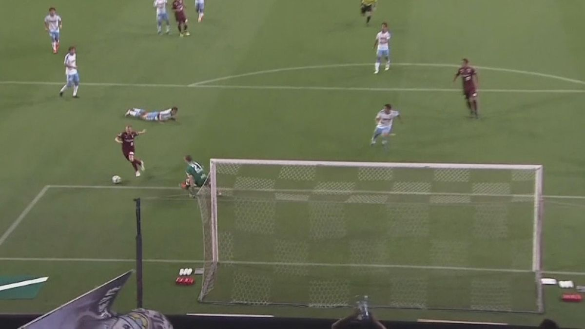 Iniesta first goal in Japan is a beauty